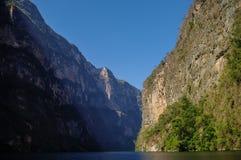 Внутренний каньон Sumidero около Tuxtla Gutierrez в Чьяпасе Стоковые Изображения