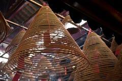 Внутренний круговой ладан Man Mo Temple Гонконга Стоковое фото RF