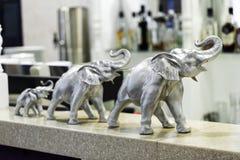 Внутренний новый роскошный ресторан, с баром и декоративными слонами Стоковая Фотография RF