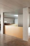 Внутренний дом, бетонная стена Стоковые Изображения RF