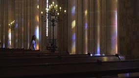 Внутренний старый собор с загоренными столбцами акции видеоматериалы