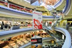 Внутренний торговый комплекс мебели грандиозный Торговый центр мебели ГРАНДИОЗНЫЙ - самая большая специальность s Стоковое Фото