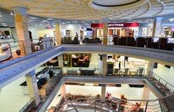 Внутренний торговый комплекс мебели грандиозный Торговый центр мебели ГРАНДИОЗНЫЙ - самая большая специальность s Стоковые Изображения