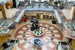 Внутренний торговый комплекс мебели грандиозный Торговый центр мебели ГРАНДИОЗНЫЙ - самая большая специальность s Стоковое Изображение RF