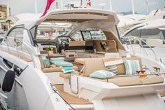 Внутренность роскошной яхты спорта стоковые фотографии rf
