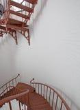 Внутренняя винтовая лестница маяка Piedras Blancas на центральном побережье Калифорнии Стоковая Фотография RF