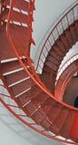 Внутренняя винтовая лестница маяка Piedras Blancas на центральном побережье Калифорнии Стоковое Фото