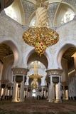 Внутренняя грандиозная мечеть Абу-Даби Стоковые Фотографии RF
