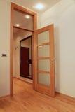 Внутренняя дверь открытая Стоковая Фотография RF