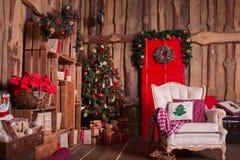 Внутренняя комната украшенная в стиле рождества Отсутствие людей Домашний комфорт современного дома Стоковое Изображение