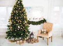 Внутренняя комната украшенная в стиле рождества Отсутствие людей Пустая Стоковые Изображения