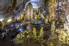 Внутренняя красивая пещера рая, Phong Nha Стоковая Фотография