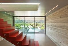 Внутренняя, красная лестница Стоковое Изображение RF