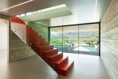 Внутренняя, красная лестница Стоковые Фото