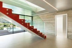 Внутренняя, красная лестница Стоковые Фотографии RF