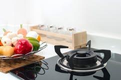 Внутренняя кухня, деталь электрической плиты Стоковая Фотография