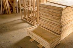Внутренняя мастерская woodworking с пиломатериалом в фронте Стоковое Изображение