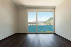 Внутренняя, пустая комната с окном Стоковое Изображение RF