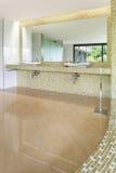 Внутренняя современная вилла, ванная комната Стоковое Изображение RF