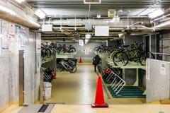 Внутренняя станция автостоянки велосипеда на улице на Саппоро в Хоккаидо, Японии Стоковая Фотография