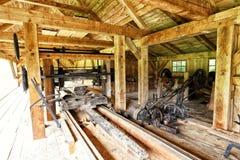 Внутренняя старая работая деревянная лесопилка Стоковые Изображения RF