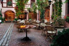 Внутренняя сцена двора на Кольмаре, Франции Стоковые Фото