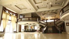 Внутренняя съемка современного здания видеоматериал