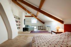 Внутренняя, удобная спальня Стоковое фото RF
