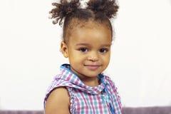 Внутренняя фотосессия сладостного ребенк стоковая фотография rf