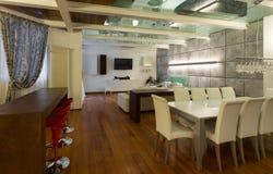 Внутренняя, широкая просторная квартира, столовая Стоковые Изображения