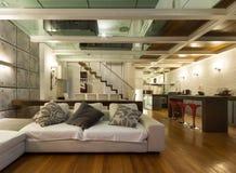 Внутренняя, широкая просторная квартира Стоковые Фотографии RF