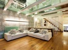 Внутренняя, широкая просторная квартира Стоковое фото RF