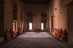 Внутри арабского форта Nizwa в Nizwa, Оман Стоковые Фотографии RF