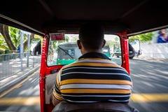 Внутри быстро проходя tuk tuk в Коломбо, Шри-Ланка стоковая фотография rf