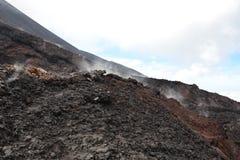 Внутри вулканического кратера стоковые фотографии rf
