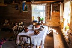 Внутри деревянного дома в Veliky Новгороде, Россия Стоковые Фото