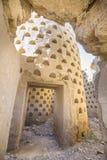 Внутри загубленного здания грязи dovecote в Ampudia стоковое изображение