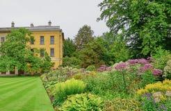 Внутри земель и садов коллежа Магдален в Оксфорде Англии стоковая фотография