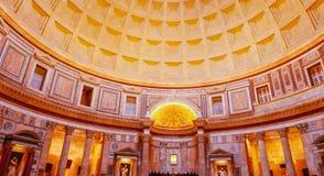 Внутри известного пантеона в Риме стоковая фотография rf