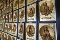 Внутри колумбария на 10 тысяч монастыре Buddhas Стоковые Фотографии RF