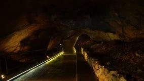 Внутри пещеры Lipa около Cetinje видеоматериал
