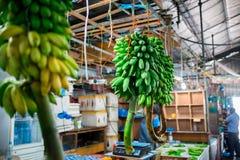 Внутри помещения свежий рынок фруктов и овощей в мужчине города, столица Мальдивов Стоковые Фотографии RF