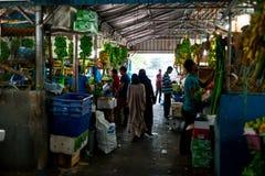 Внутри помещения свежий рынок фруктов и овощей в мужчине города, столица Мальдивов Стоковое Фото