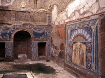 Внутри римской виллы, Herculaneum, Италия. стоковое фото