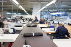 Внутри фабрики ткани стоковое фото rf