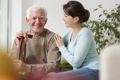 Внучка заботя о ее деде Стоковая Фотография RF
