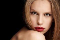 Внушительная красная женщина волос Стоковое фото RF