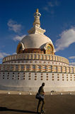 внушительное stupa shanti Стоковая Фотография RF