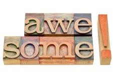 Внушительный комплимент - сформулируйте конспект в деревянном типе Стоковая Фотография