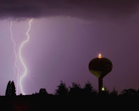 вода башни молнии болта Стоковая Фотография